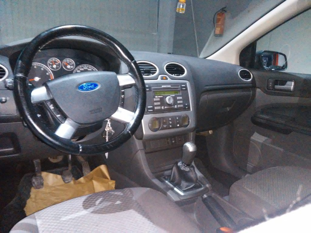 FORD - FOCUS 1. 6 TREND (3)-min